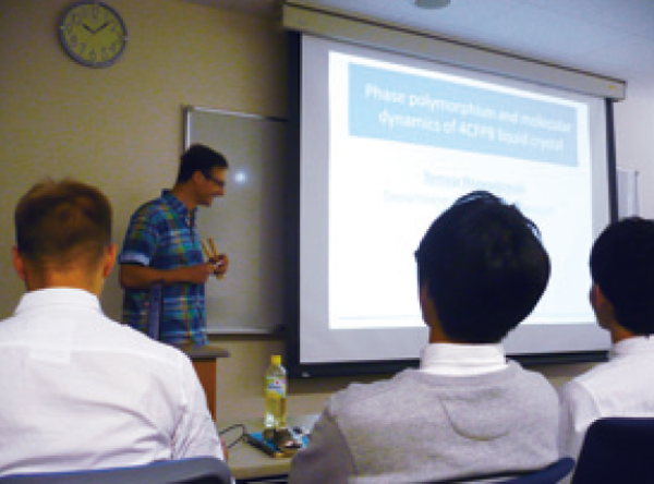 図3:クラクフ核物理研究所(ポーランド) から2 名の研究者を招きセミナーを 開催(2014 年11 月)